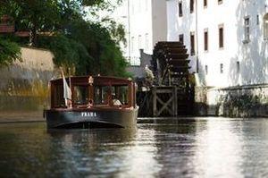 Patentní vltavský člun Vodouch v Čertovce | Pražské Benátky