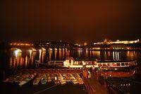 Přístaviště Four Seasons  s nočním panoramatem Hradčan | Pražské Benátky